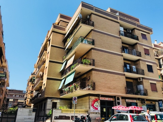 affitto appartamento roma ostia  650 euro  2 locali  65 mq