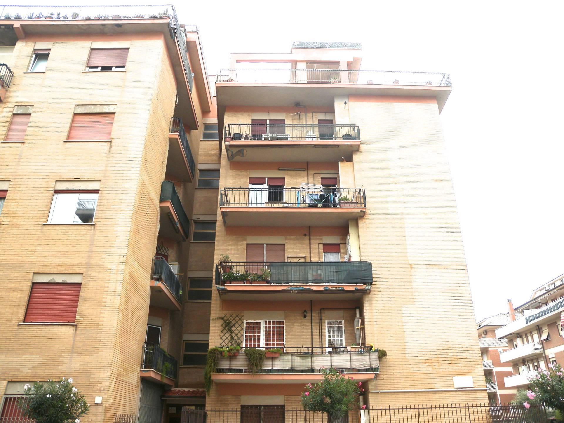 affitto appartamento roma ostia  890 euro  3 locali  110 mq
