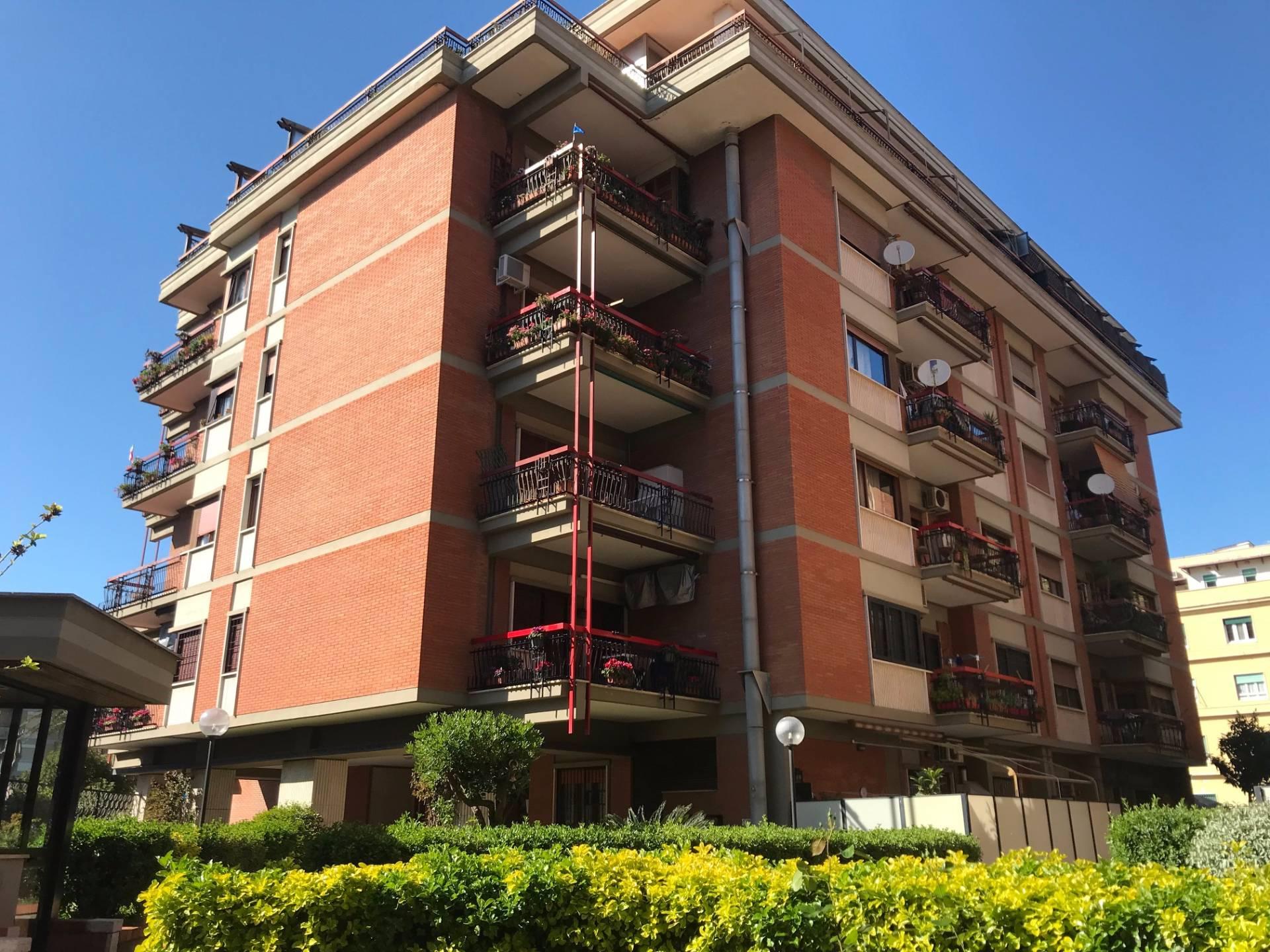 Appartamento in vendita a Roma, 3 locali, zona Zona: 39 . Lido di Ostia, Ostia, Castel Fusano, Torre Paterno, prezzo € 270.000 | CambioCasa.it