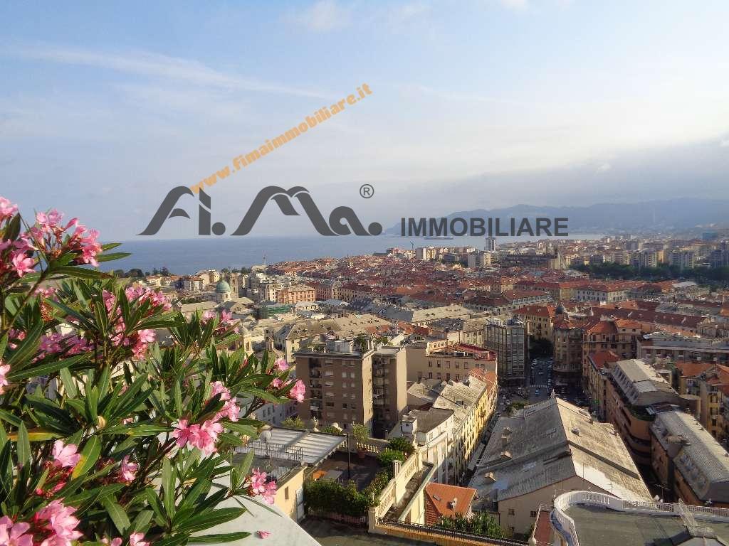 Appartamento in vendita a Savona, 8 locali, zona Zona: Villetta, Trattative riservate   CambioCasa.it