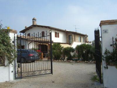 Villa in vendita a Tortoreto, 12 locali, Trattative riservate | Cambio Casa.it