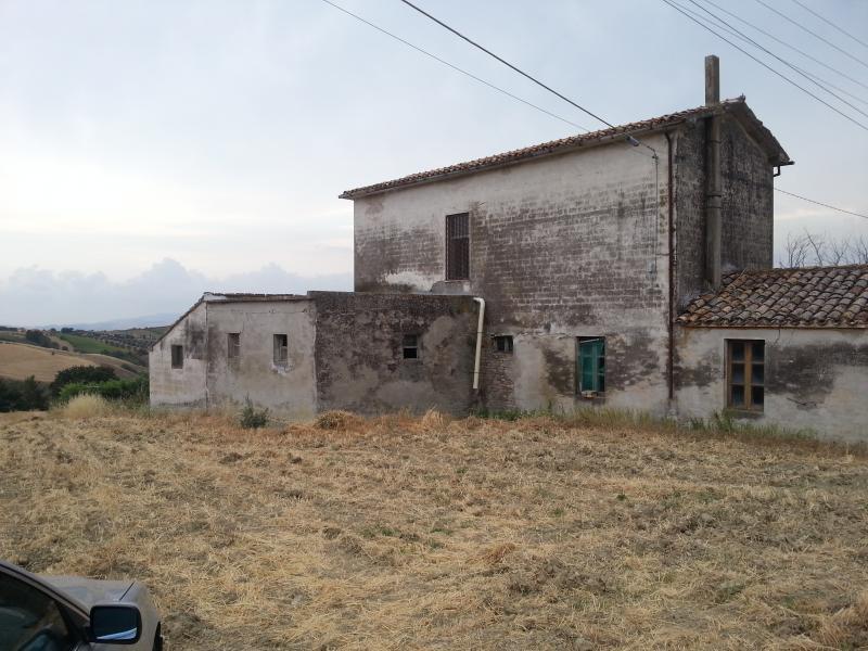 Soluzione Indipendente in vendita a Mosciano Sant'Angelo, 6 locali, Trattative riservate | Cambio Casa.it