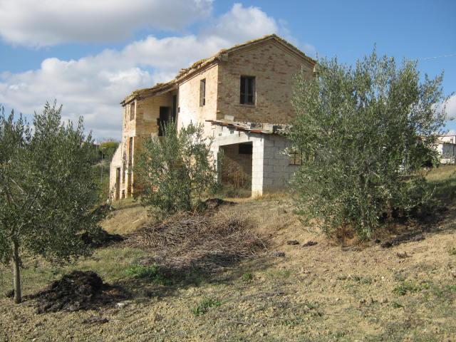Rustico / Casale in vendita a Controguerra, 6 locali, prezzo € 100.000 | CambioCasa.it