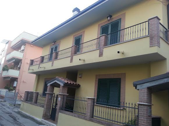 Soluzione Indipendente in vendita a Alba Adriatica, 14 locali, prezzo € 550.000 | Cambio Casa.it
