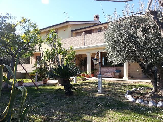 Villa in vendita a Colonnella, 11 locali, Trattative riservate | Cambio Casa.it