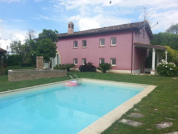 Villa in vendita a Castellalto, 9 locali, Trattative riservate | CambioCasa.it
