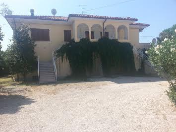 Soluzione Indipendente in vendita a Corropoli, 10 locali, prezzo € 250.000 | Cambio Casa.it