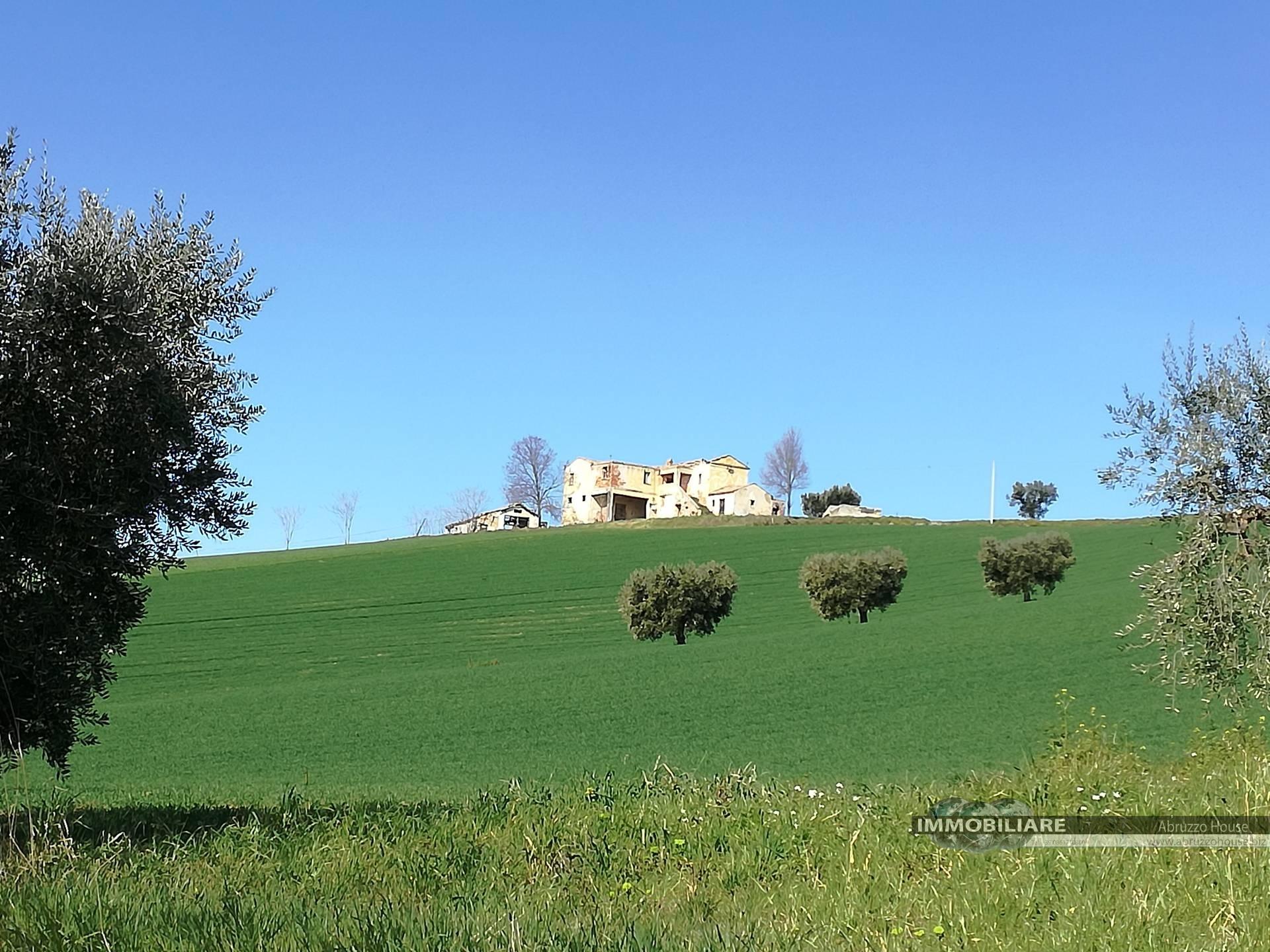 Terreno Agricolo in vendita a Mosciano Sant'Angelo, 9999 locali, zona Zona: Montone, Trattative riservate | CambioCasa.it