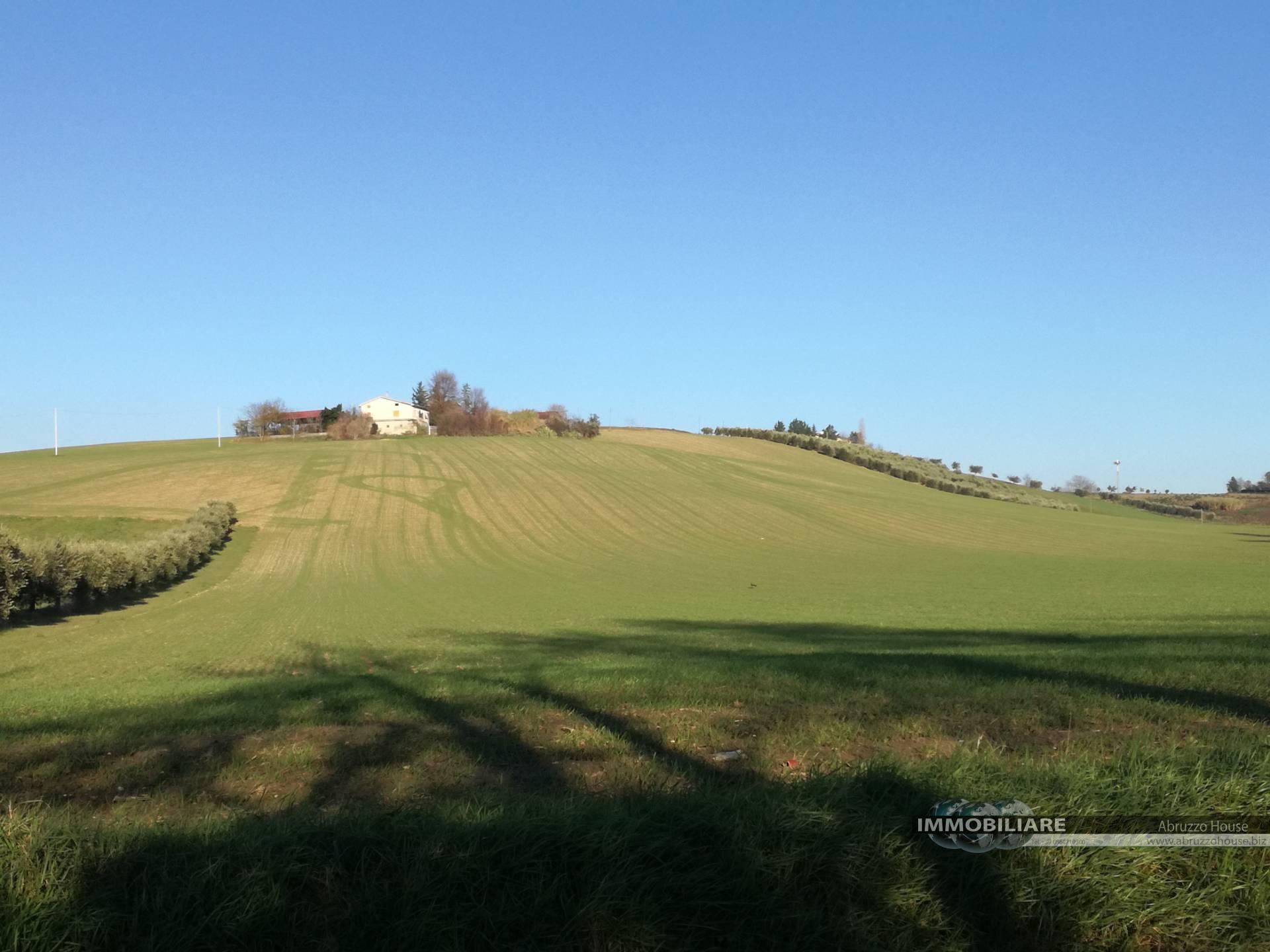 Terreno Agricolo in vendita a Sant'Omero, 9999 locali, zona Località: Garrufo, Trattative riservate | CambioCasa.it