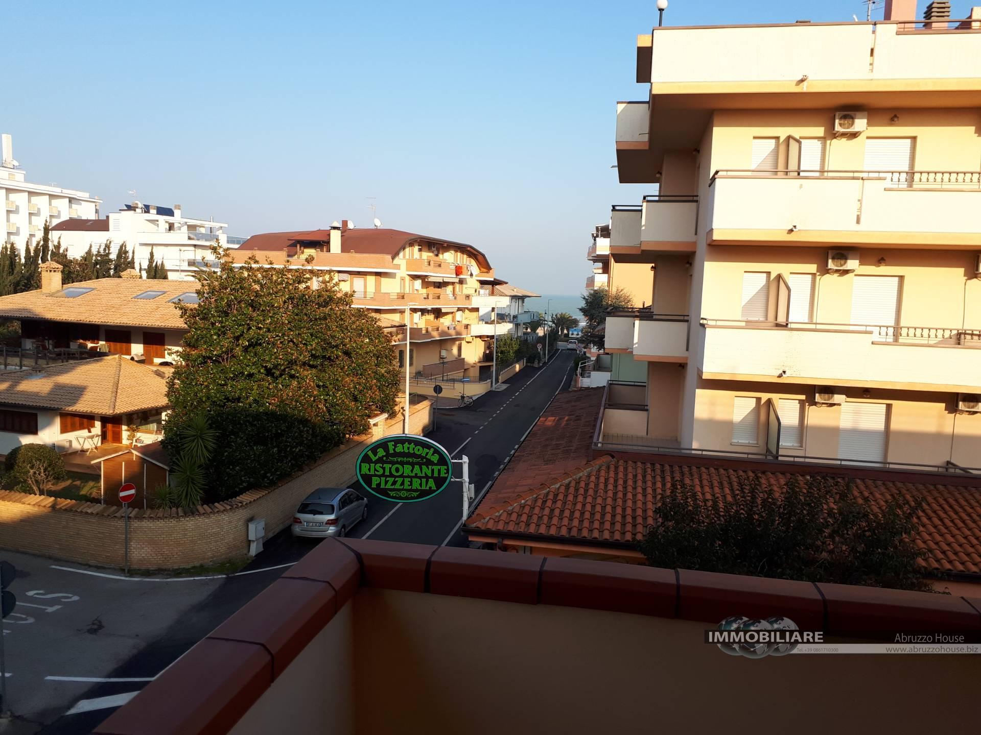 Appartamento in affitto a Alba Adriatica, 3 locali, zona Località: ZonaMare, prezzo € 400   CambioCasa.it