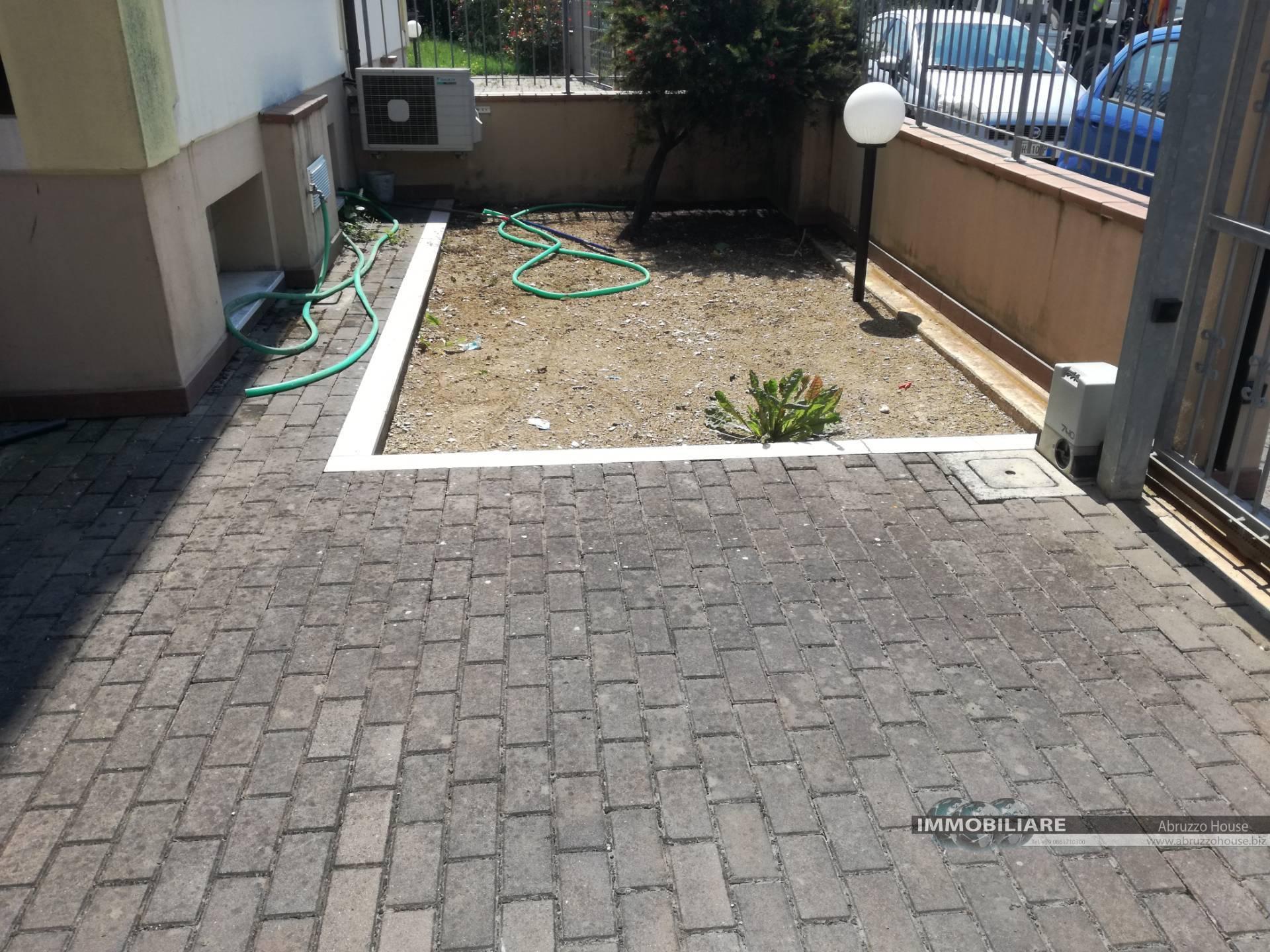 Appartamento in vendita a Roseto degli Abruzzi, 3 locali, zona Località: ColognaSpiaggia, prezzo € 110.000 | CambioCasa.it