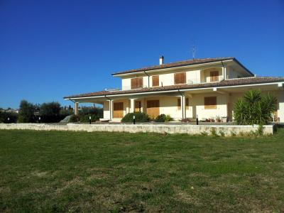 Villa in Vendita a Nereto