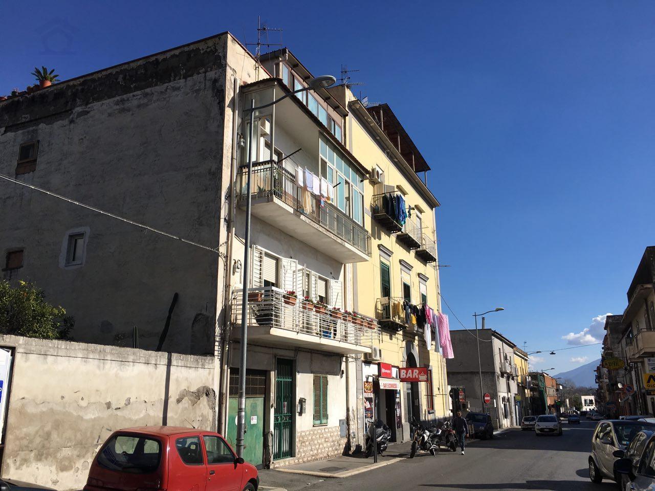 Appartamento in vendita a Torre Annunziata, 3 locali, zona Località: sud, prezzo € 70.000 | CambioCasa.it