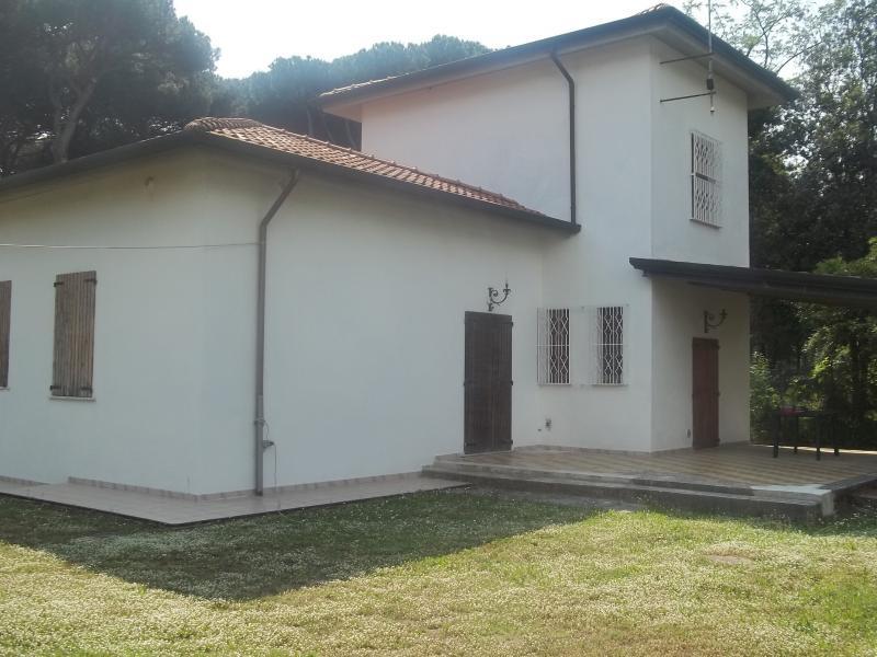Villa in affitto a Massa, 7 locali, zona Località: MarinadiMassa, Trattative riservate | Cambio Casa.it