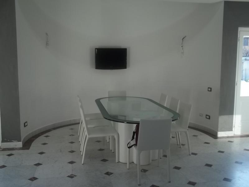 Villa in affitto a Carrara, 6 locali, zona Località: MarinadiCarrara, Trattative riservate | Cambio Casa.it