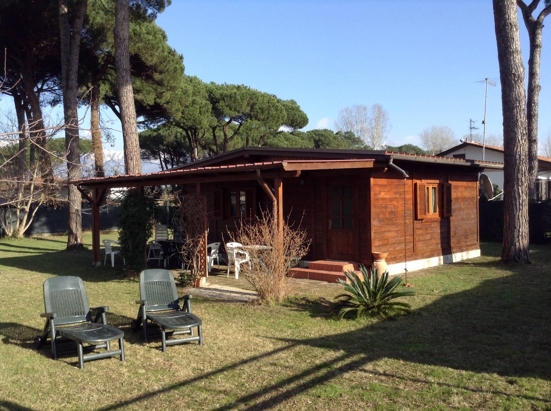 Soluzione Indipendente in affitto a Massa, 2 locali, zona Località: MarinadiMassa, prezzo € 450 | Cambio Casa.it