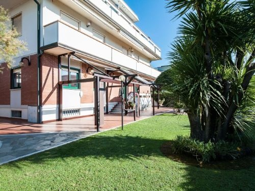 vendita casa semindipendente carrara marina di carrara  350000 euro  5 locali  130 mq