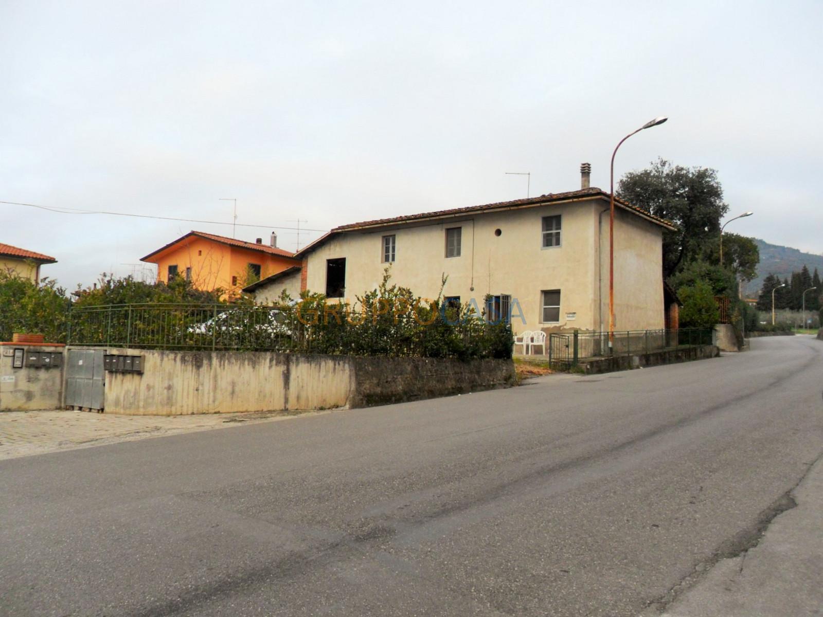 Soluzione Indipendente in vendita a Pescia, 8 locali, zona Località: Periferia, prezzo € 185.000 | Cambio Casa.it