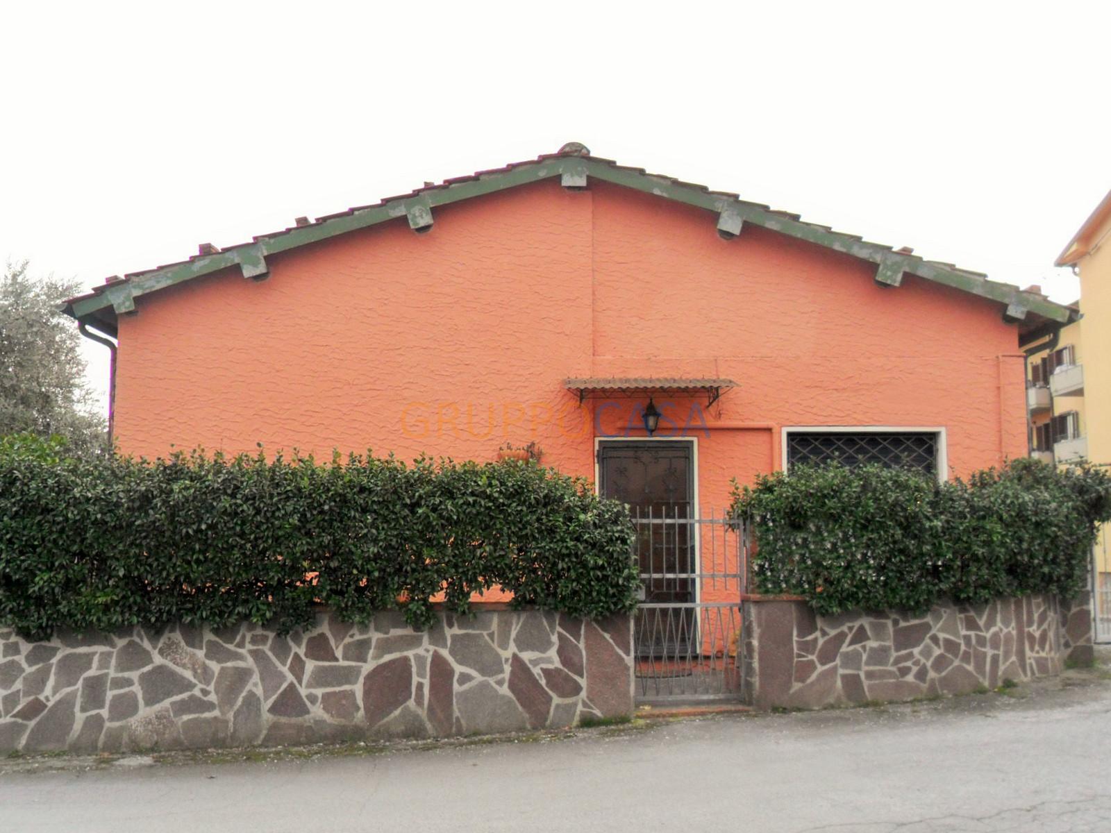 Soluzione Indipendente in vendita a Pescia, 4 locali, zona Zona: Alberghi, prezzo € 260.000 | Cambio Casa.it
