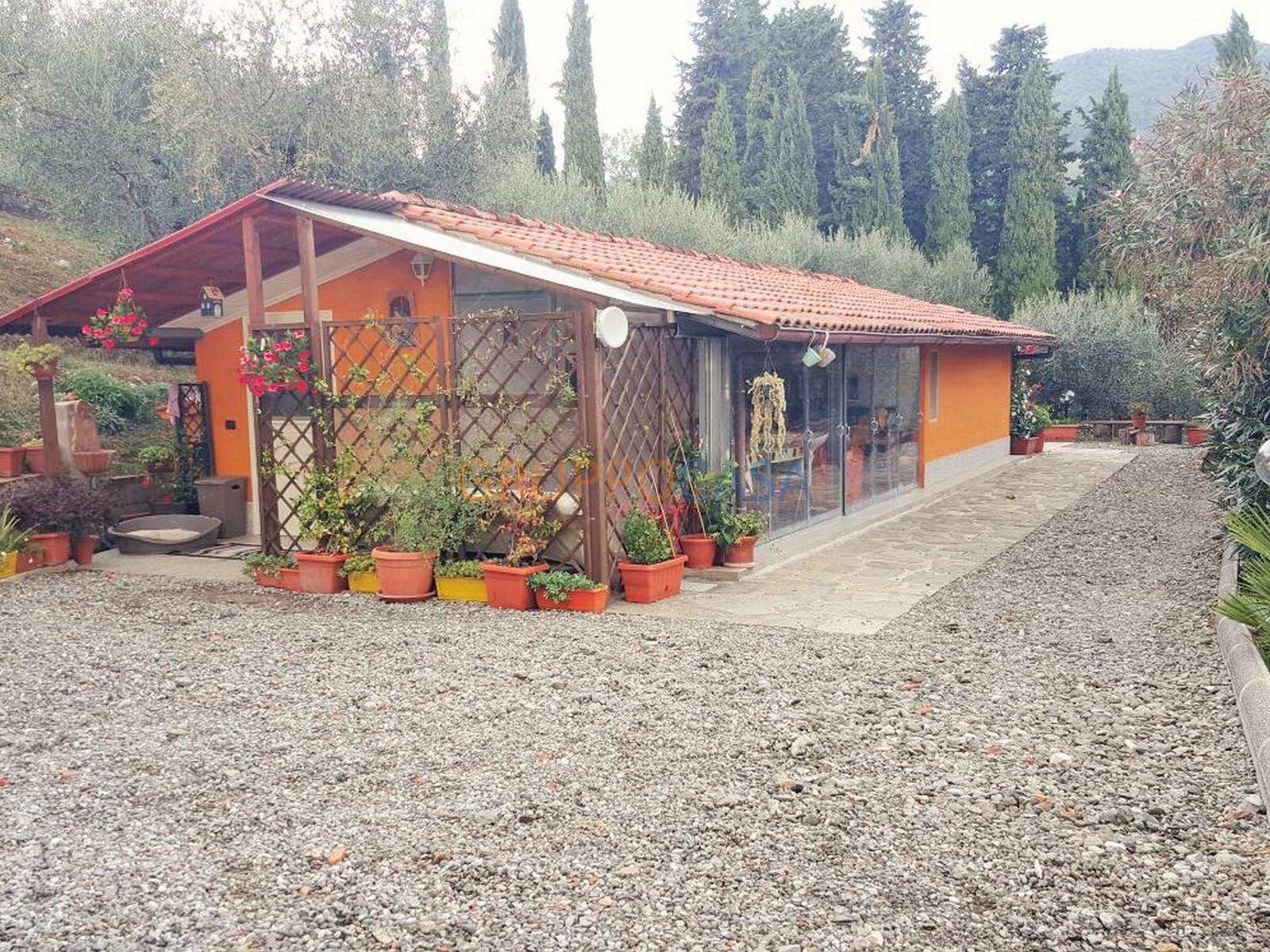 Soluzione Indipendente in vendita a Pescia, 2 locali, zona Località: Periferia, prezzo € 98.500 | Cambio Casa.it