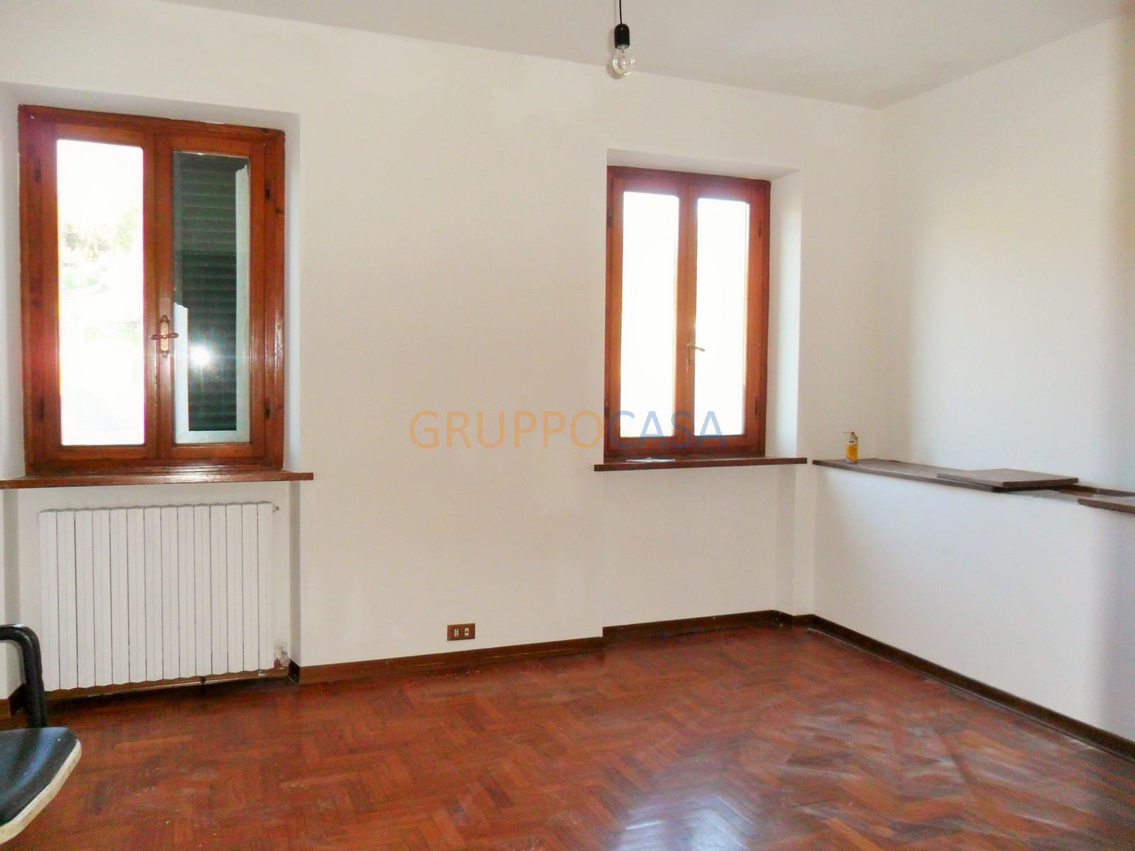 Soluzione Semindipendente in affitto a Pescia, 5 locali, zona Località: Periferia, prezzo € 500 | Cambio Casa.it
