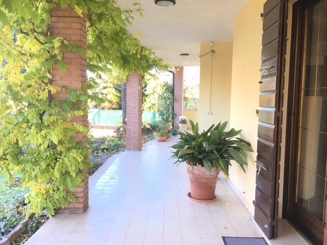 Villa in vendita a Curtatone, 5 locali, zona Località: Montanara, prezzo € 380.000 | CambioCasa.it