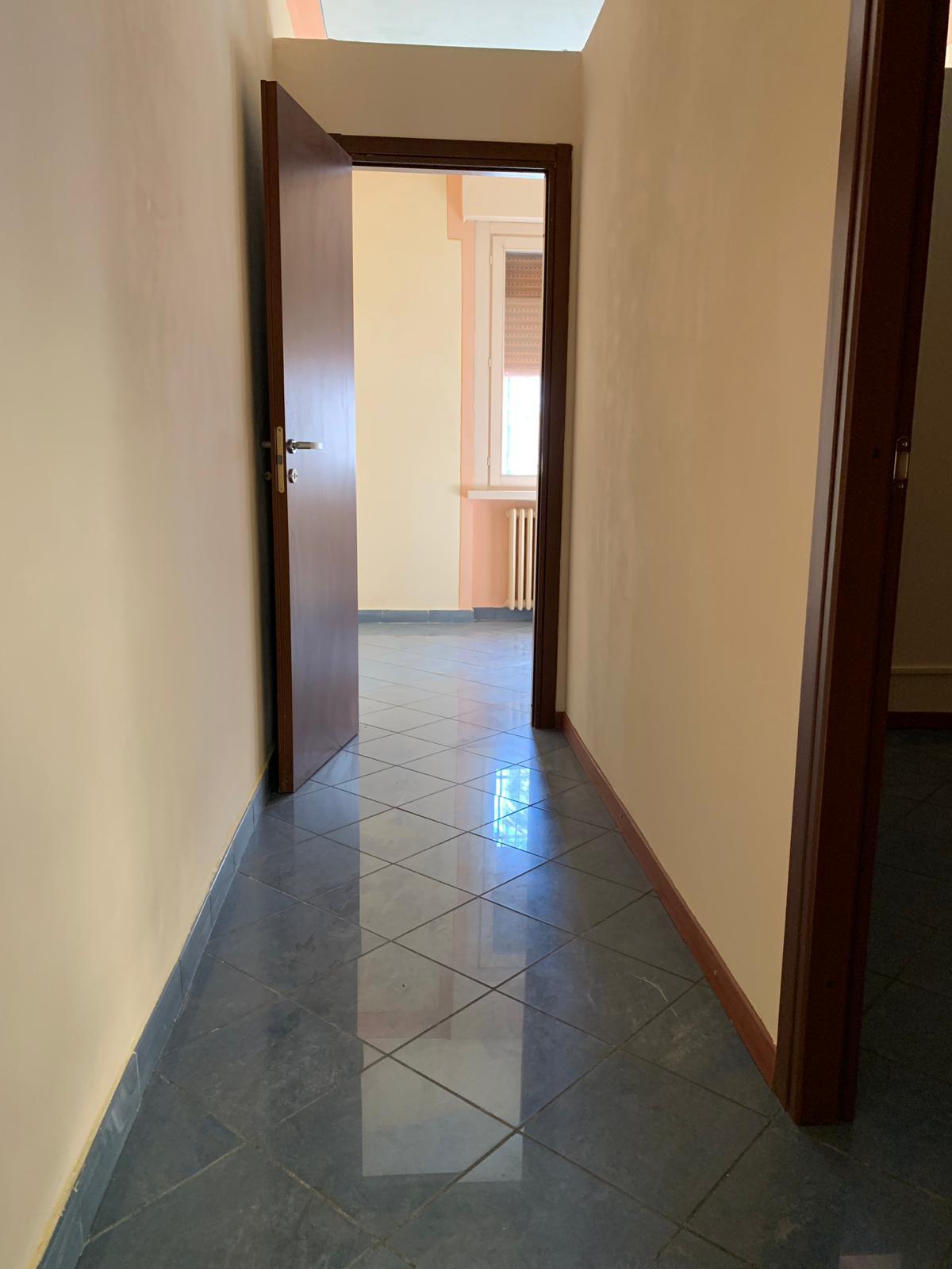 Negozio / Locale in affitto a Mantova, 9999 locali, zona Località: Centrostorico, prezzo € 500   CambioCasa.it