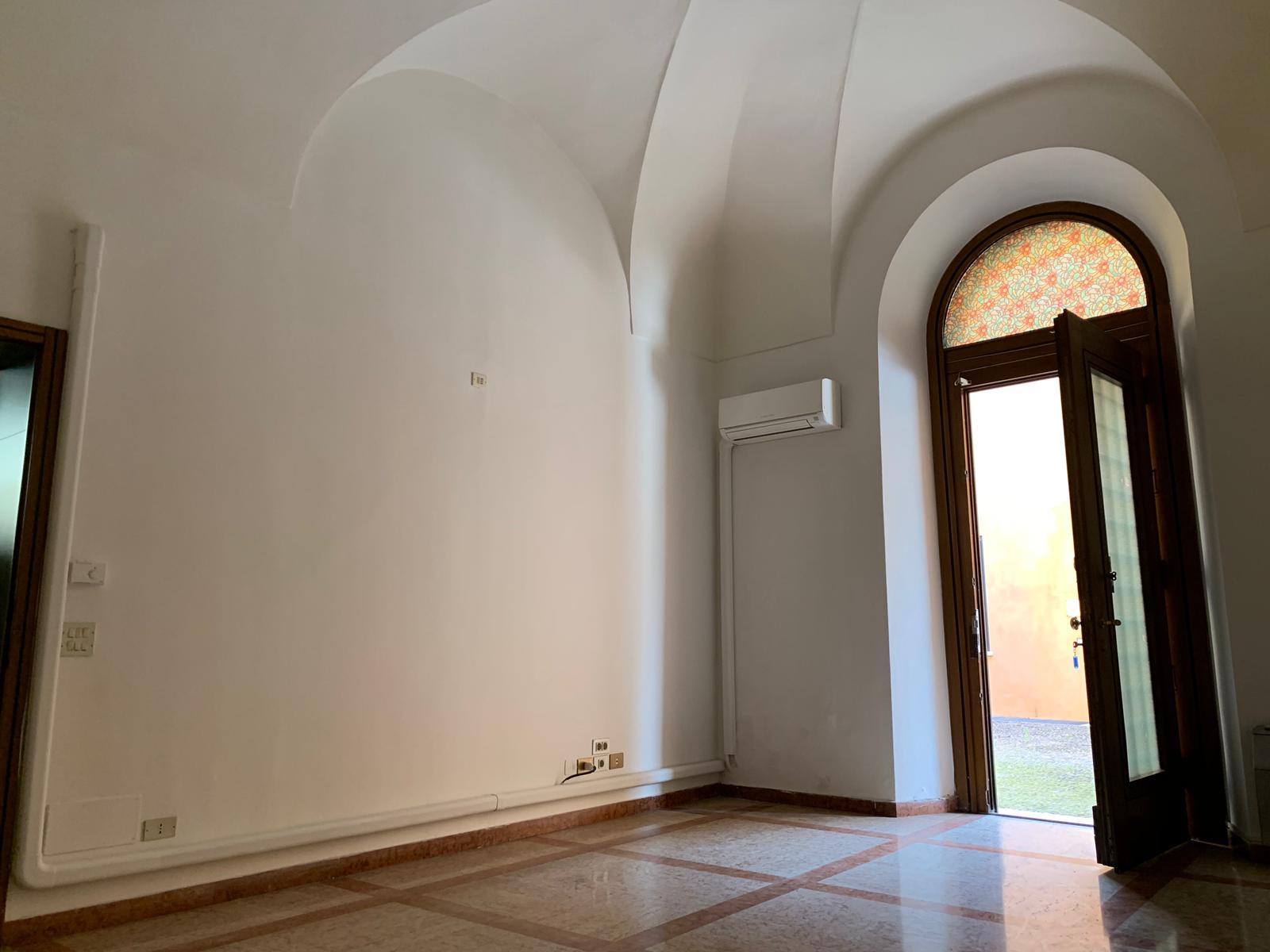 Negozio / Locale in affitto a Mantova, 9999 locali, zona Località: Centrostorico, prezzo € 1.000 | PortaleAgenzieImmobiliari.it