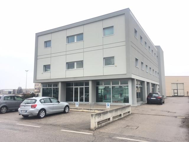 Ufficio / Studio in affitto a Porto Mantovano, 9999 locali, prezzo € 1.100   CambioCasa.it