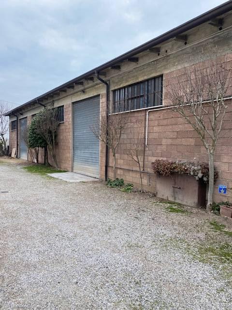 Capannone in affitto a Mantova, 9999 locali, prezzo € 650 | PortaleAgenzieImmobiliari.it