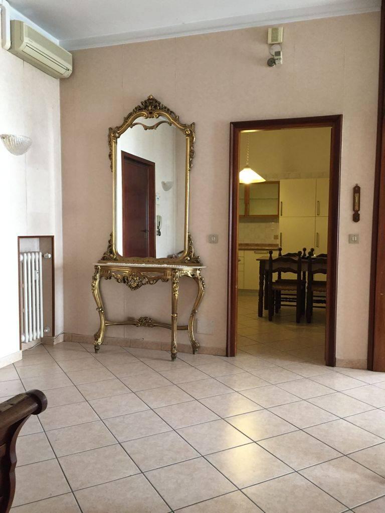Appartamento in affitto a Mantova, 4 locali, zona Località: Centrostorico, prezzo € 700   CambioCasa.it