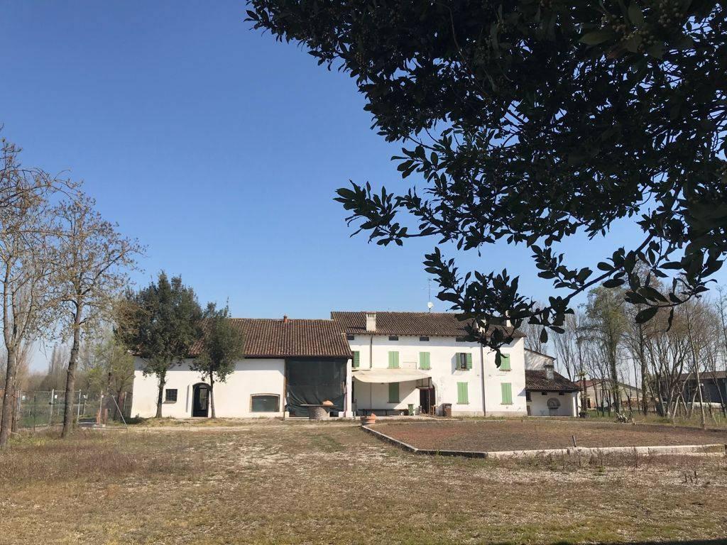 Negozio / Locale in vendita a Rodigo, 10 locali, zona Località: RivaltasulMincio, prezzo € 270.000   CambioCasa.it