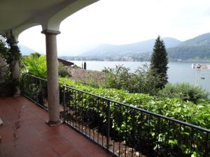 Appartamento con giardino in Vendita a Collina d'Oro