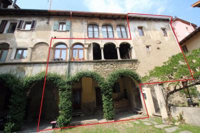 Casa / Villa plurifamiliare in Vendita a Vernate