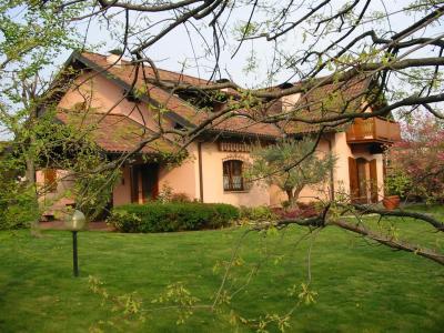 Villa in Vendita a Verderio Inferiore