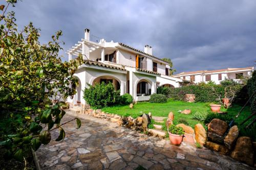 Villa Bifamiliare Porzione in Vendita a Quartu Sant'Elena
