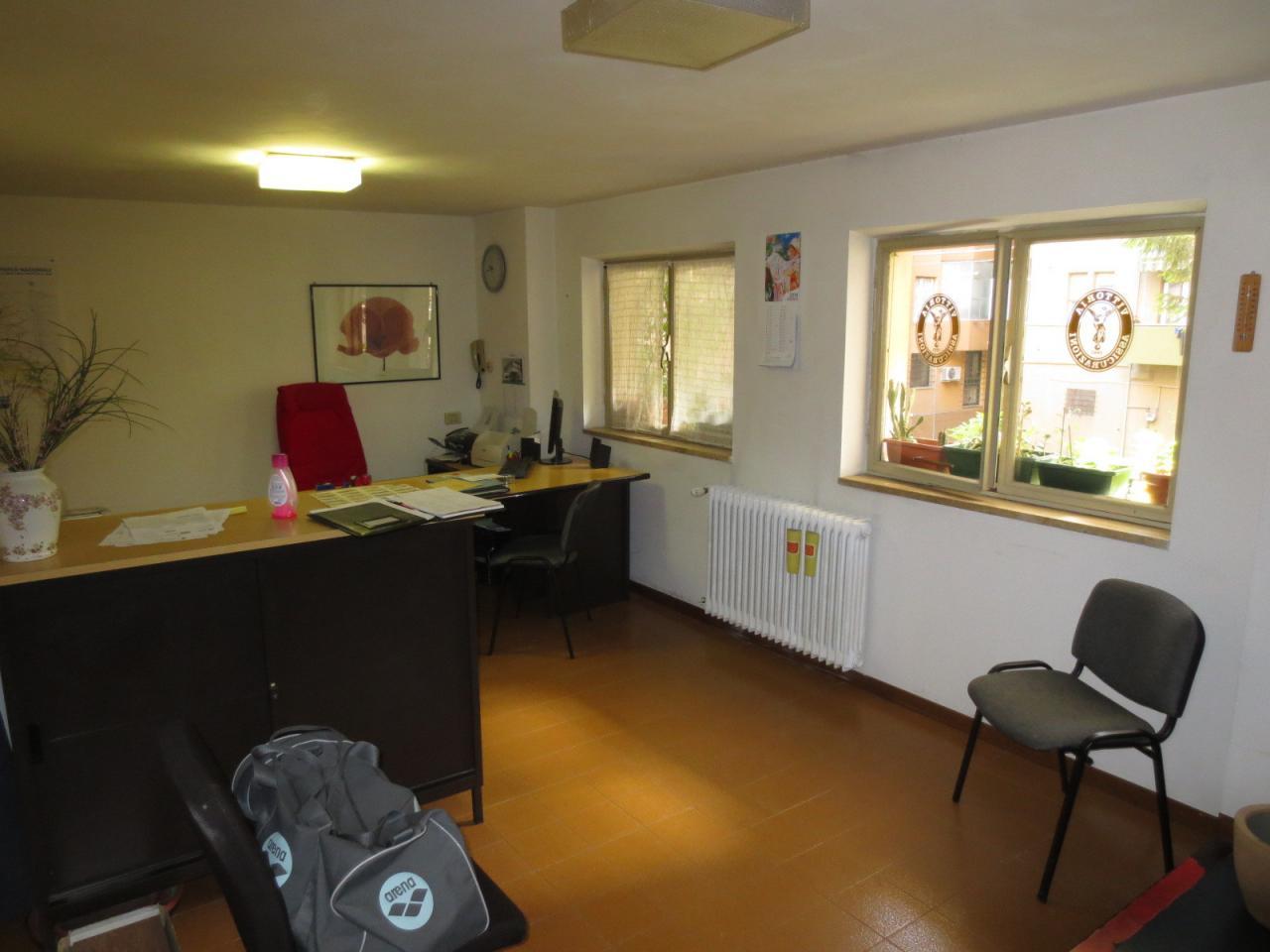 Ufficio / Studio in vendita a Ascoli Piceno, 9999 locali, zona Località: PiazzaImmacolata, prezzo € 70.000 | CambioCasa.it