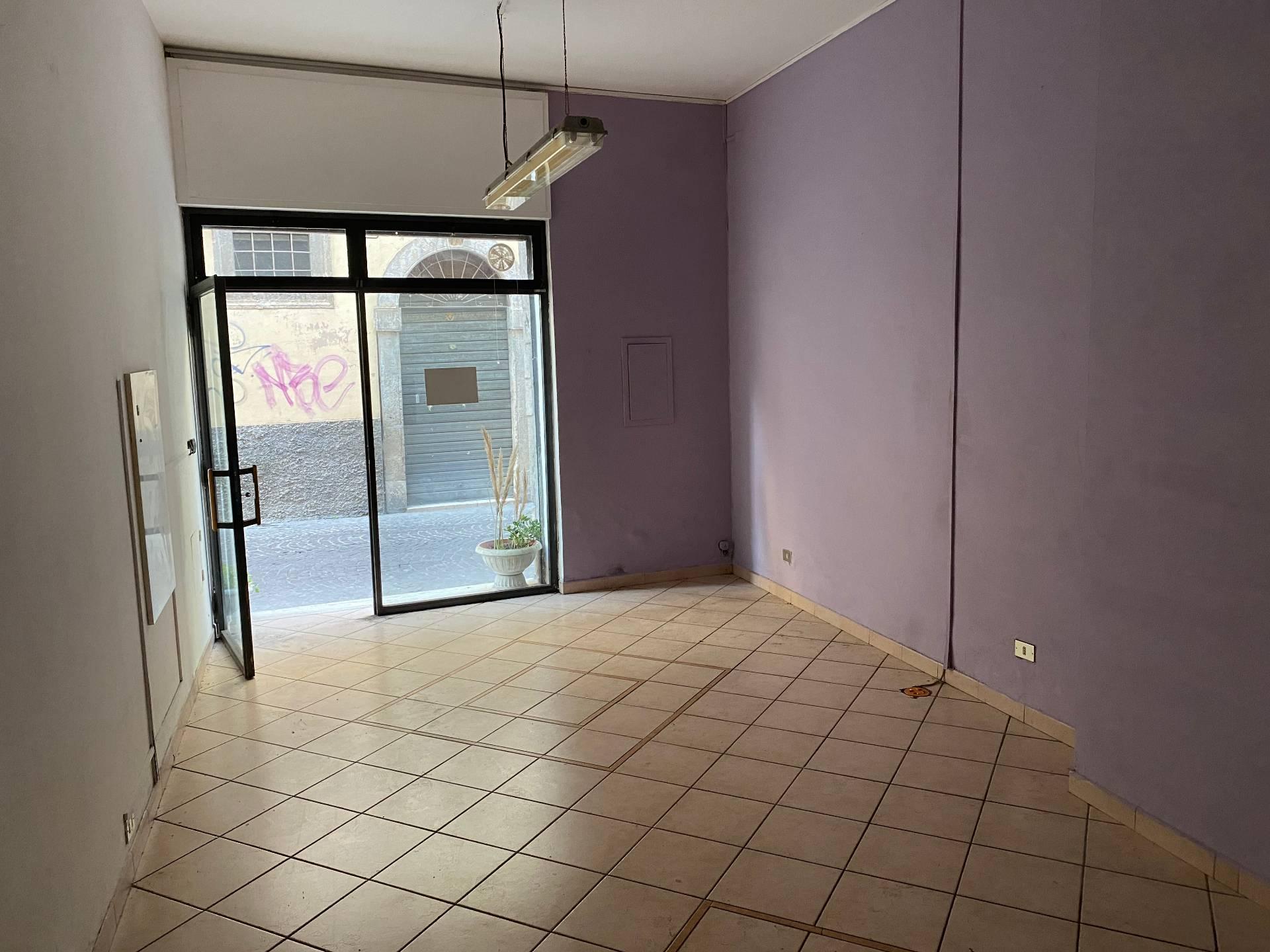 Negozio / Locale in affitto a Ascoli Piceno, 9999 locali, zona Località: CentroStorico, prezzo € 400 | CambioCasa.it