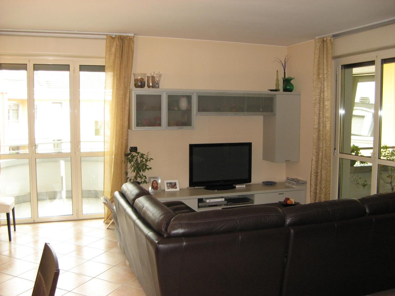 Appartamento in vendita a Trezzano sul Naviglio, 3 locali, zona Località: Azalee, prezzo € 265.000   CambioCasa.it