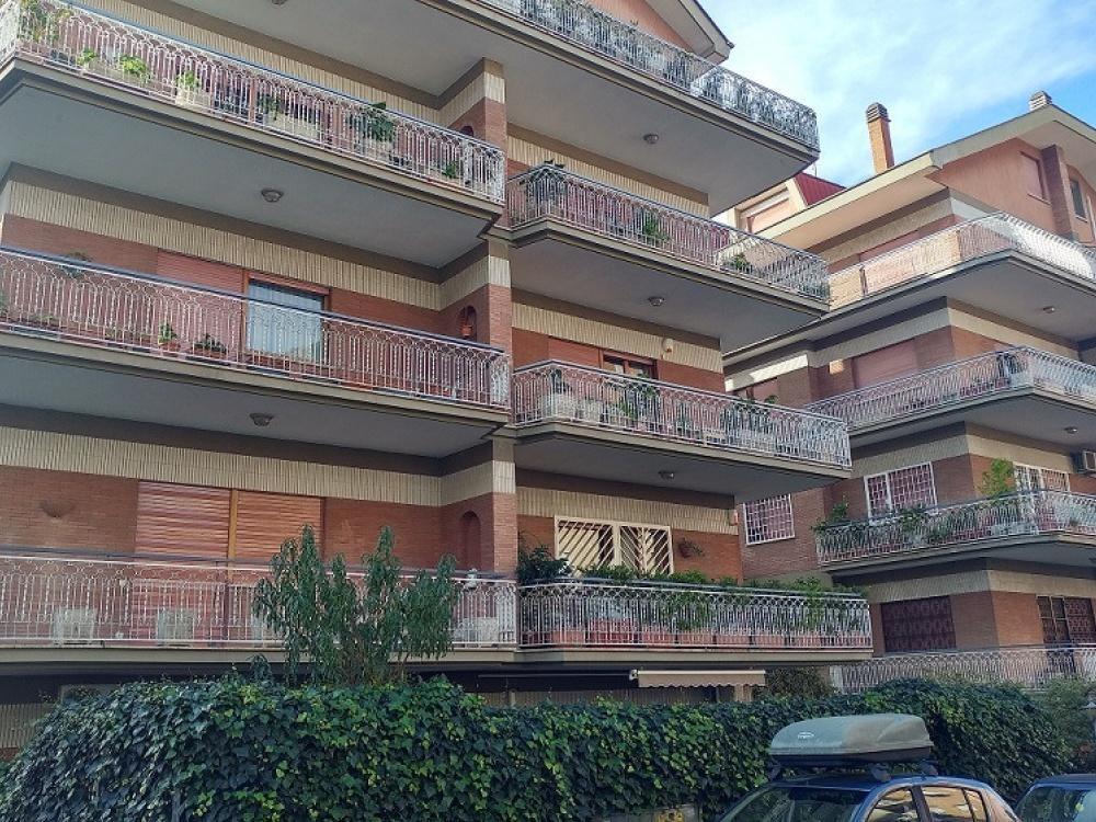 vendita appartamento roma talenti  270000 euro  3 locali  75 mq
