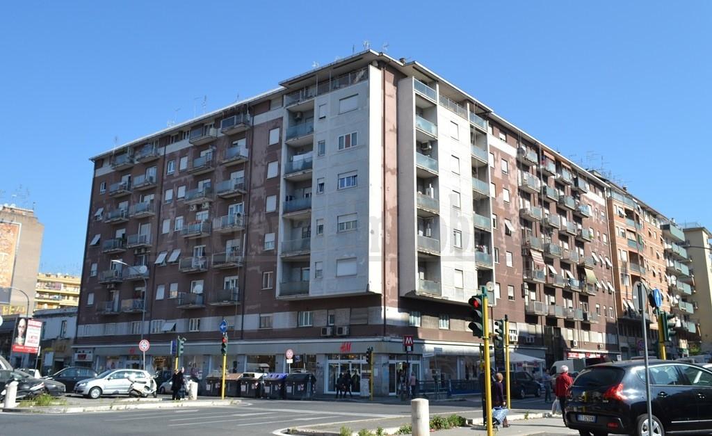 vendita appartamento roma tuscolano  249000 euro  3 locali  88 mq