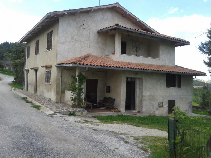 Soluzione Indipendente in affitto a Ascoli Piceno, 10 locali, prezzo € 500 | Cambio Casa.it