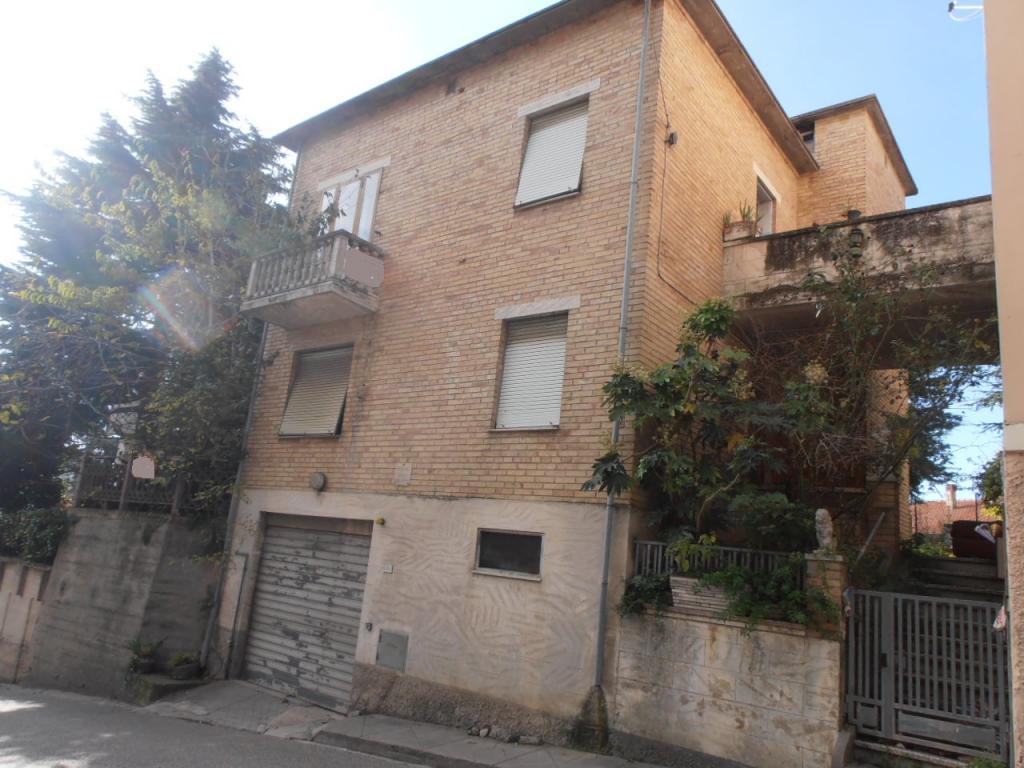 Soluzione Indipendente in vendita a Acquaviva Picena, 7 locali, prezzo € 114.000 | Cambio Casa.it