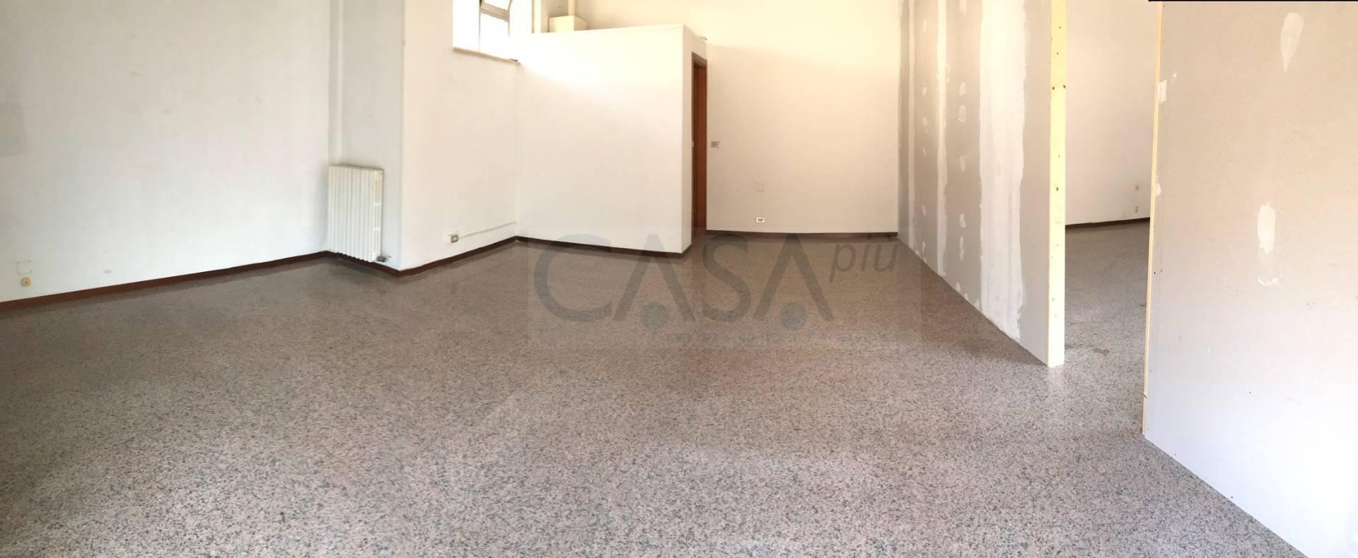 Ufficio / Studio in affitto a Martinsicuro, 9999 locali, prezzo € 59.000 | CambioCasa.it