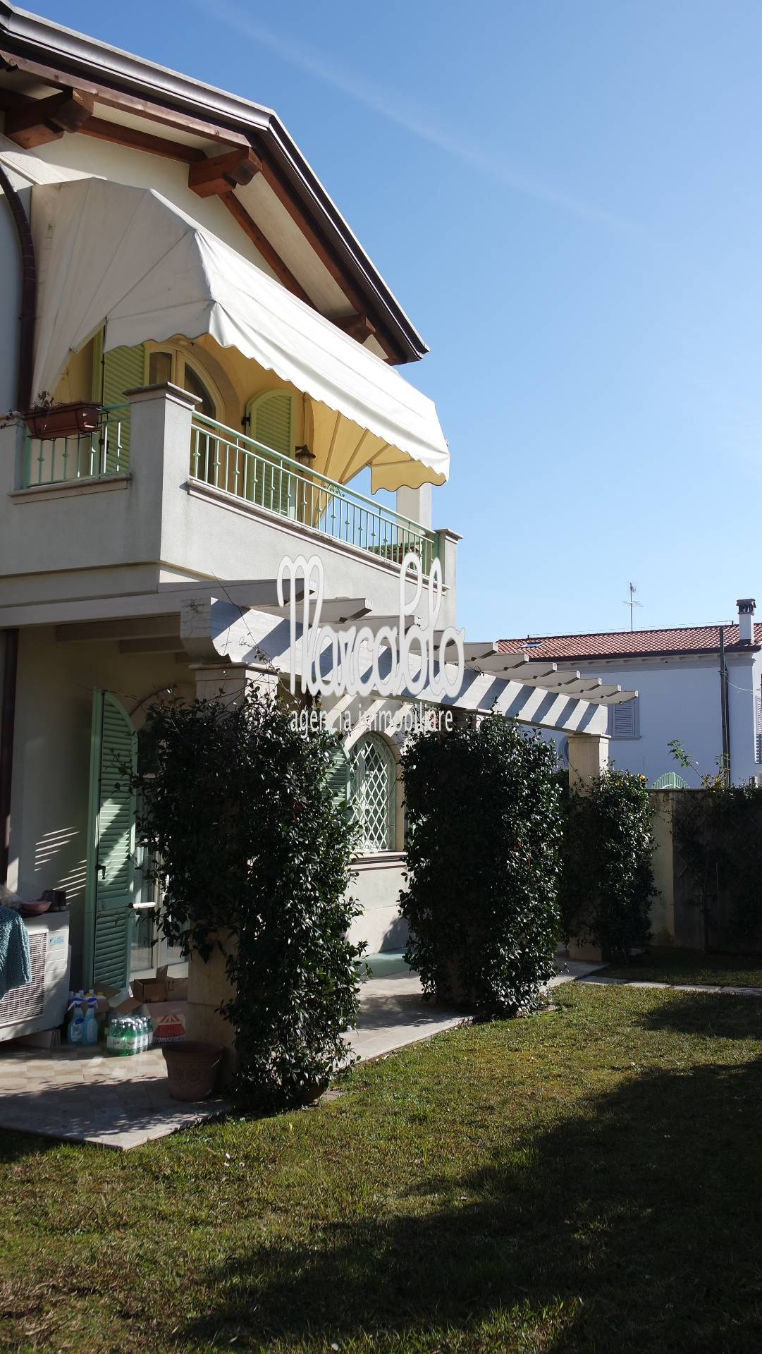 Villa Bifamiliare in affitto a Montignoso, 6 locali, zona Zona: Cinquale, Trattative riservate | Cambio Casa.it