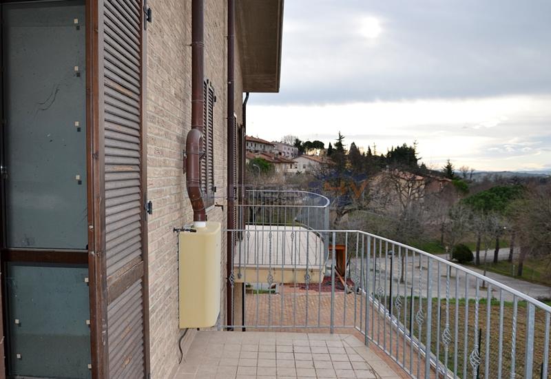 Appartamento in vendita a Orciano di Pesaro, 5 locali, prezzo € 100.000 | Cambio Casa.it