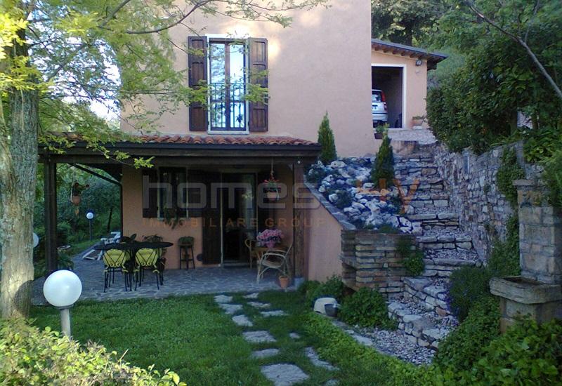 Soluzione Indipendente in vendita a Fossombrone, 5 locali, prezzo € 350.000 | Cambio Casa.it