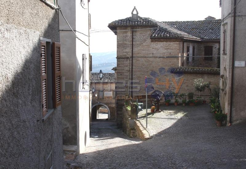 Villa a Schiera in vendita a San Lorenzo in Campo, 8 locali, zona Località: SanVitosulCesano, prezzo € 110.000 | Cambio Casa.it