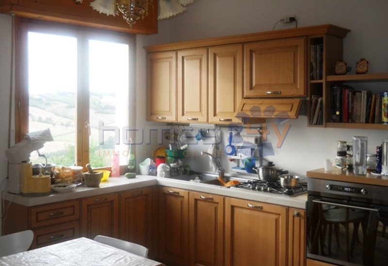 Appartamento in vendita a San Giorgio di Pesaro, 6 locali, prezzo € 140.000 | Cambio Casa.it
