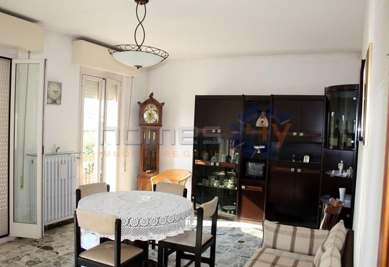 Appartamento in vendita a Orciano di Pesaro, 7 locali, prezzo € 135.000 | Cambio Casa.it